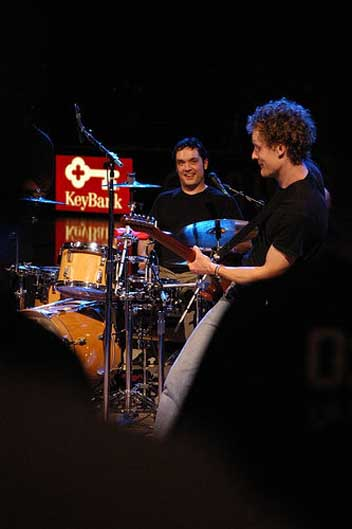 dave dederer and jason finn playing live at keynote 2005
